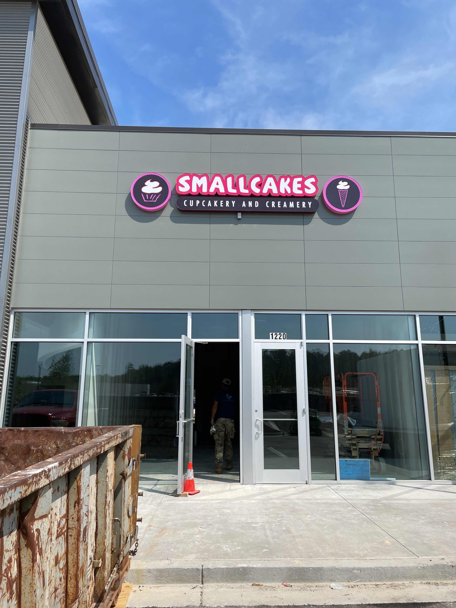 Small-Cakes-Cupcakery-chandlee-and-sons